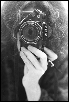 Photo Noir et Blanc : Autoportrait d'un Nikon cheveulu