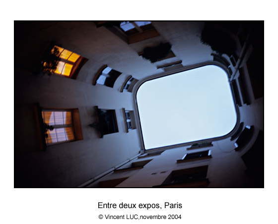 Galerie Photo : Tete en l'air : Paris, Photo couleur, © Vincent LUC