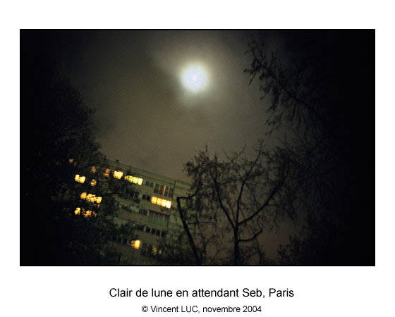Galerie Photo : Tete en l'air : Clair de lune en attendant Seb, Vanves, Photo couleur © Vincent LUC