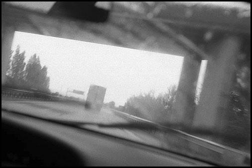 Galerie Photo : Vagabondages : En voiture sur l autoroute A75, Photo Noir et Blanc, © Vincent LUC