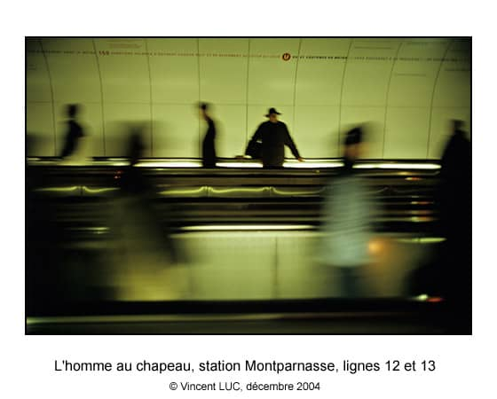 Galerie Photo : Aller et revenir : : Metro de Paris, Tapis roulant Montparnasse, Photo couleur © Vincent LUC